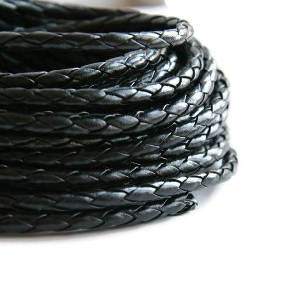 20 cms. Cordón de cuero trenzado nacional 5mm. Color Negro