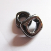 Abalorio regaliz ceramica marron chocolate rondel 17x14x5 rosa chicle. Pase 10x7mm