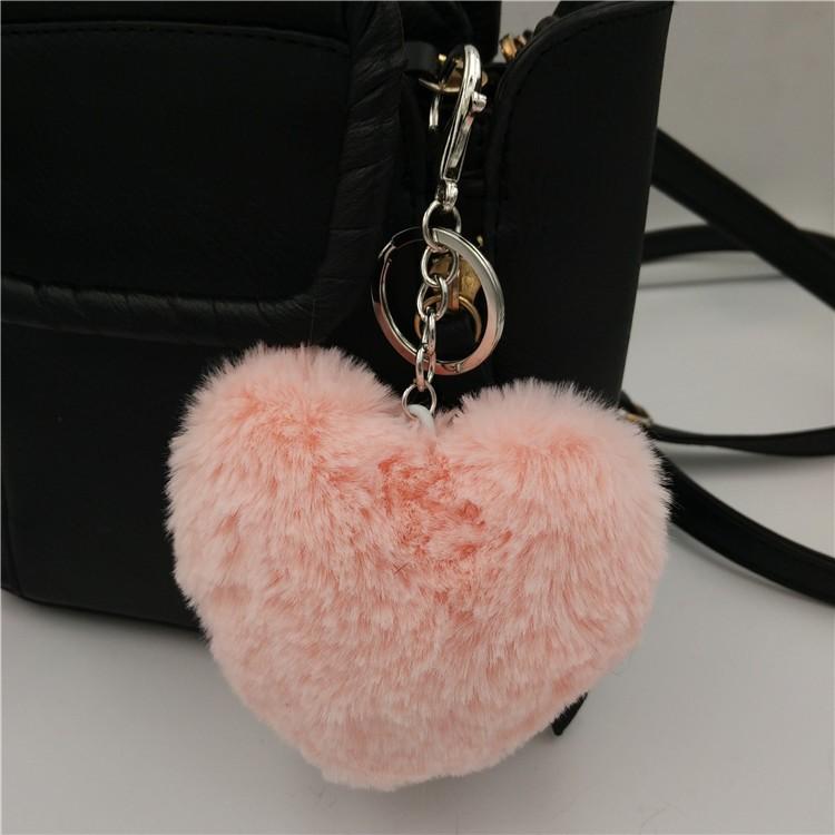 Ponpon llavero corazón rosa palo 7x6 cms. Argolla color plateada