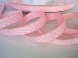 Cinta grosgrain rosa bebe con topos blancos 9mm. (Precio por metro)