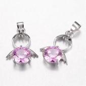 Colgante angelito latón con adorno cristal rosa  20x14x5mm. Agujero 4x5mm.