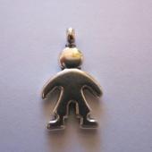 Colgante niño aleación de metal color plata vieja  25x15mm. Agujero 4mm