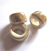 Abalorio regaliz ceramica rondel 10x16 crema beige. Pase 10x7mm