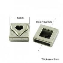 1 Unidad. Entrepieza metálica cuadrada con dibujo 13x13x5mm. Pase 10x2mm