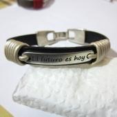 Kit pulsera cuero plano 10mm baño de plata (frase a escoger)
