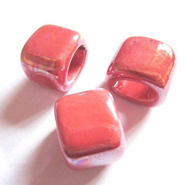 Abalorio regaliz ceramica 17x14x14 rosa chicle