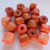 Bolsa 50 piezas. Abalorio tubo madera naranja 7x6mm agujero: 2mm