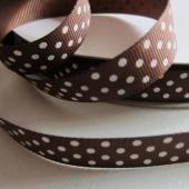 Cinta grosgrain chocolate con topos blancos 16mm. (Precio por metro)