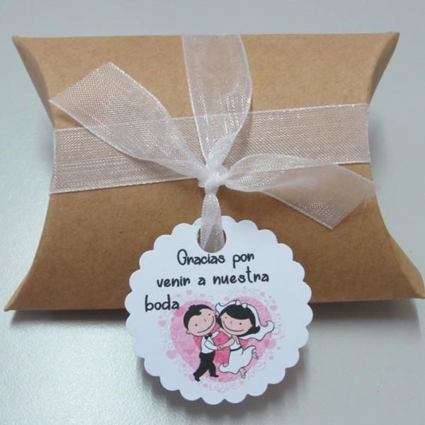 Kit de montaje cajita en forma de petaca papel Kraft (9x6,7x2,5cm) + tarjeta novios corazon  + cinta de organza blanca