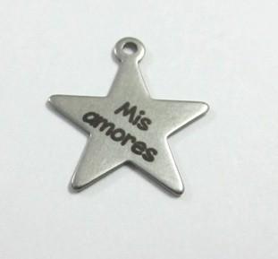 Estrella acero inoxidable 20x18x1mm. Anilla 1,5mm. Grabado laser Mis amores