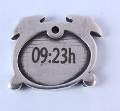 PERSONALIZABLE. HORA NACIMIENTO BEBE. Colgante Reloj 17x18mm. Anilla 1,5mm. Zamak baño de plata. Plazo 2-4 días