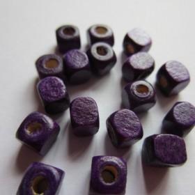 30 unidades. Cubo madera lila 5x5mm. Pase 1,5-2mm