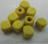 30 unidades. Cubo madera amarillo 5x5mm. Pase 1,5-2mm