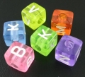 Abalorios letras cubo acrílico 6mm