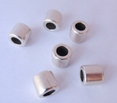 Entrepieza zamak tubo corto 7,5 x 8,5 mm. Pase 5mm. Baño de plata