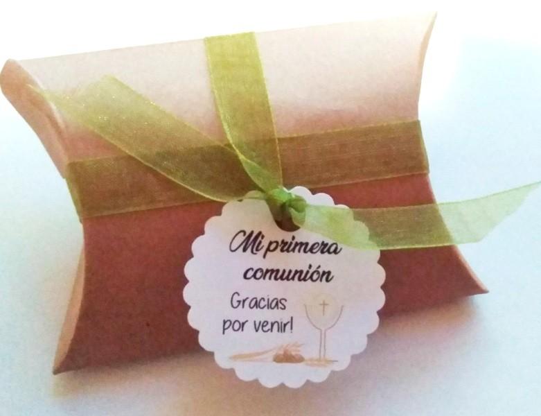 Kit de montaje cajita en forma de petaca papel Kraft (9x6,7x2,5cm) + tarjeta primera comunión caliz+ cinta de organza verde