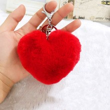 Ponpon llavero corazón rojo 7x6 cms. Argolla color plateada