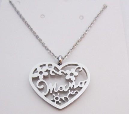 Colgante acero inoxidable corazón 23x25mm con grabado mama. Cadena 45 cms.