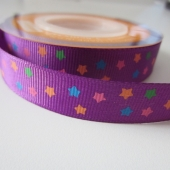 Cinta grosgrain lila con estrellitas de colores 15mm. (Precio por metro)